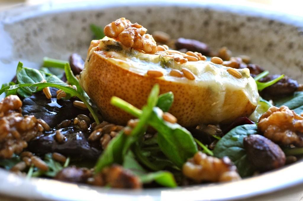 salad of pear and gorgonzola recipe