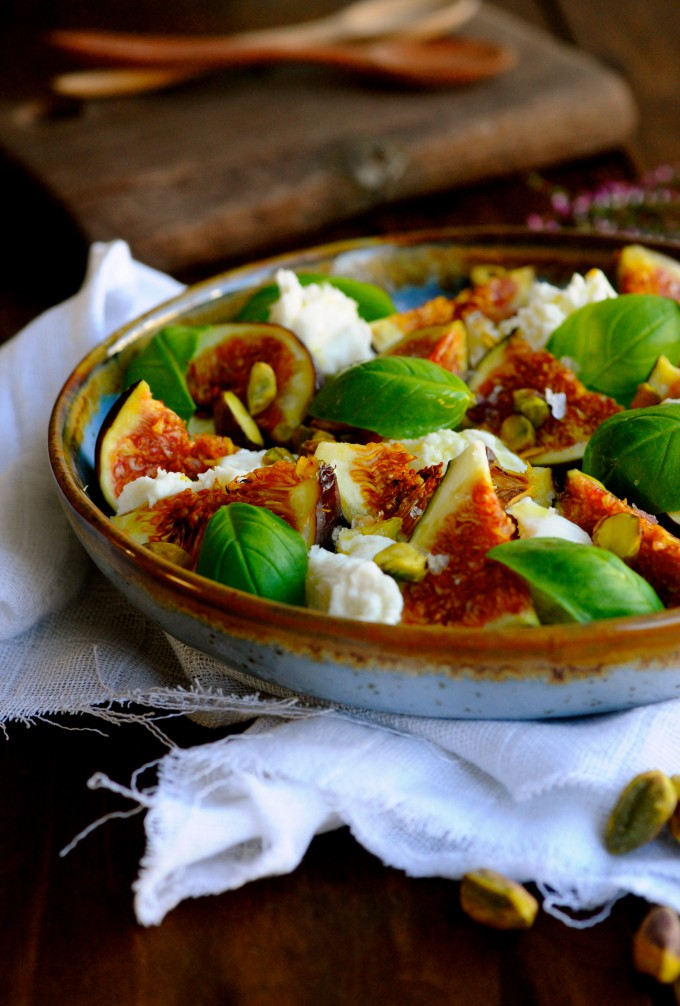 Mozzarella salad with fresh figues
