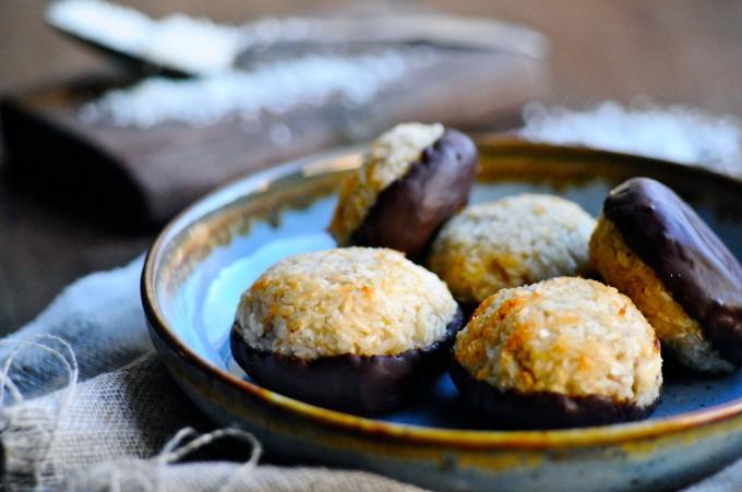 healthy Coconut macaroons | www.karlasnordickitchen.com