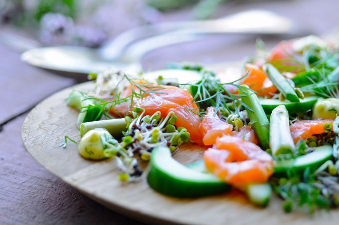 Salmon salad with dill | www.karlasnordickitchen.com