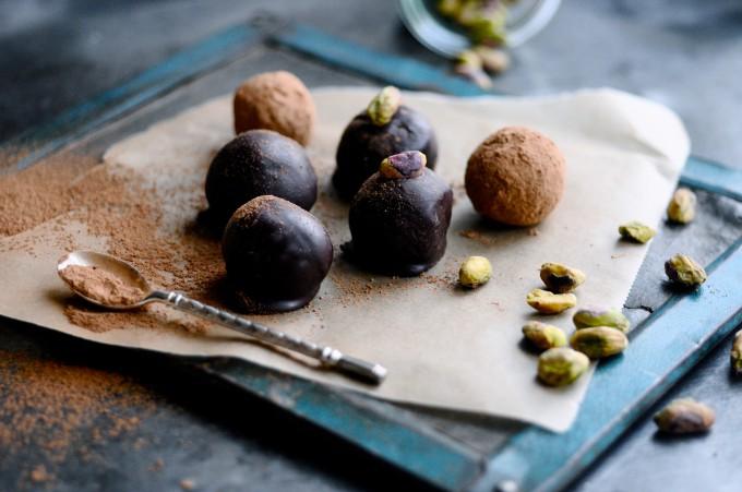 Date balls with cherry wine | www.karlasnordickitchen.com