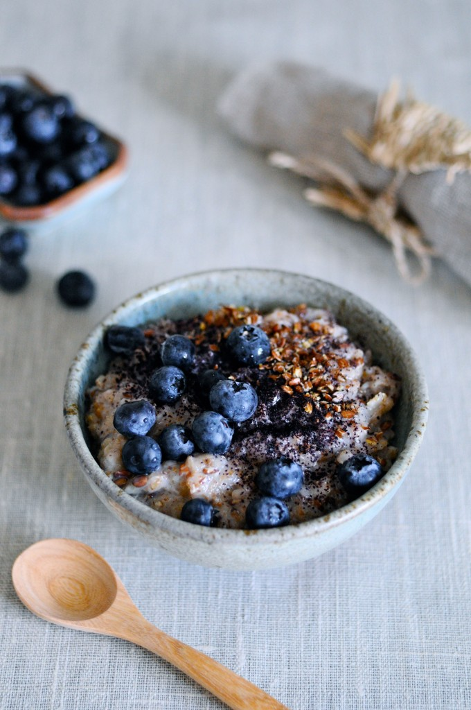 Porridge with whole grain rye, blueberries and flaxseed